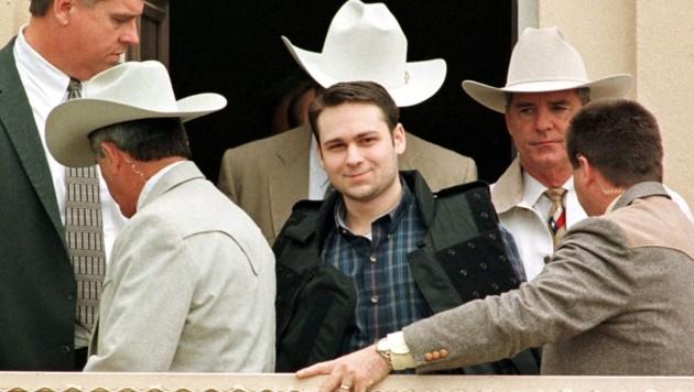 Im Jahr 1999 wurde John William King zum Tode verurteilt, das Lachen verging ihm dennoch nicht. (Bild: AFP)