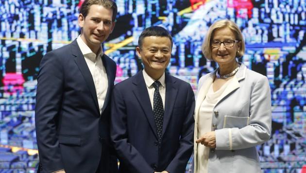 Kanzler Kurz und Niederösterreichs Landeshauptfrau Johanna Mikl-Leitner beim chinesischen Internet-Milliardär Jack Ma (Bild: APA/BUNDESKANZLERAMT/DRAGAN TATIC)