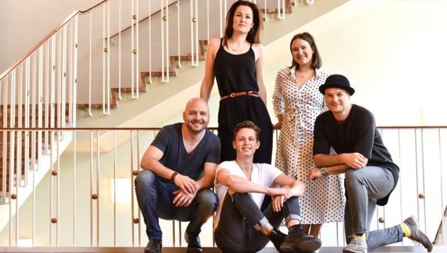 Am Bild von links: David Arnsperger, Sanne Mieloo, Celina dos Santos, Karsten Kenzel und Lukas Sandmann (sitzend) (Bild: Markus Wenzel)