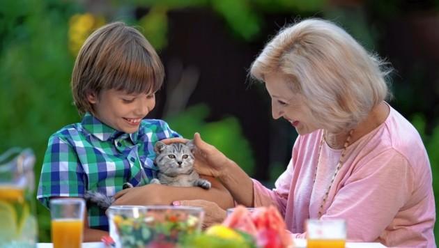 Tierliebe verbindet Generationen und fördert Verständnis. (Bild: stock.adobe.com)