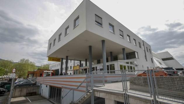 Über diesem Komplex wird ab dem kommenden Jahr ein neues Studentenheim gebaut – mit Pärchenzimmern, Sportanlagen und Grillplatz auf dem begrünten Dach. (Bild: Tschepp Markus)