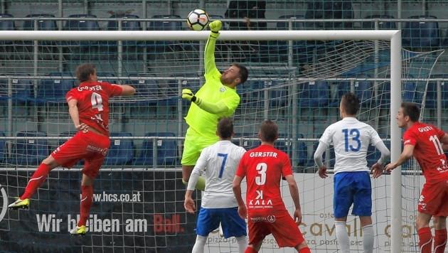 Grödig-Keeper Manuel Kalman hatte in der ersten Hälfte gegen Dornbirn alle Hände voll zu tun. (Bild: Daniel Krug jun.)