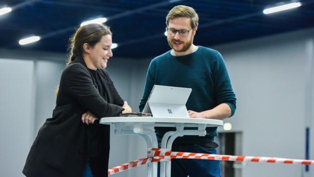 Kristina Maurer bespricht mit Michael Samhaber, wie's weitergeht. (Bild: Markus Wenzel)