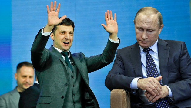 Der künftige ukrainische Präsident Wolodymyr Selenskyj ist sich sicher, dass das Angebot von Kremlchef Wladimir Putin nicht so attraktiv ist. (Bild: AP, AFP, krone.at-Grafik)
