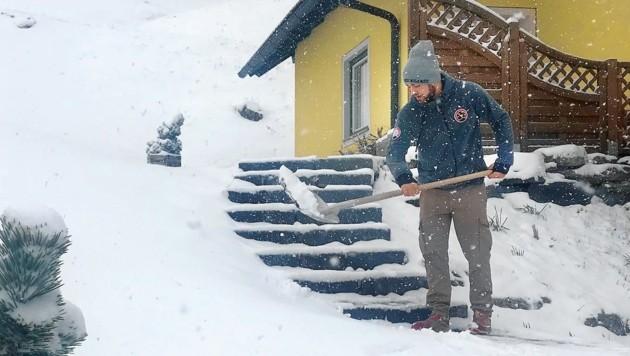 Schneeschaufeln am Katschberg (Bild: ROLAND HOLITZKY)