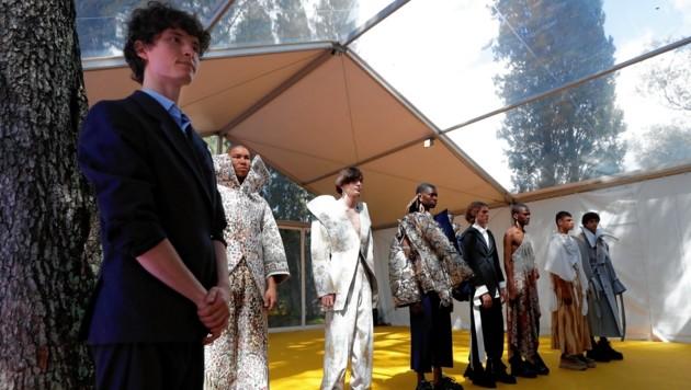 Christoph Rumpf im Vordergrund mit seinen Models beim Wettbewerb in Hyeres (Bild: EPA)