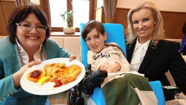 Mutter Claudia Polic, Georg Polic, Anwältin Karin Prutsch (Bild: Juergen Radspieler)