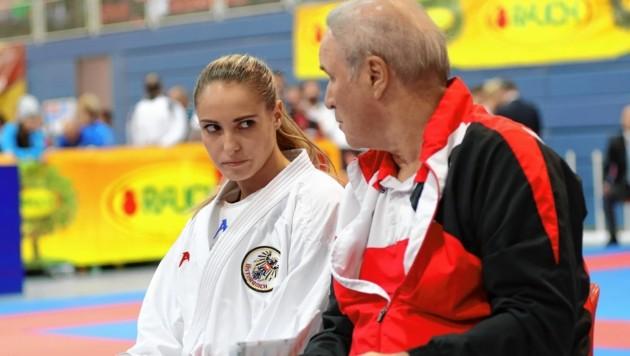 Alisa Buchinger mit ihrem Trainer Manfred Eppenschwandtner (Bild: Andreas Tröster)