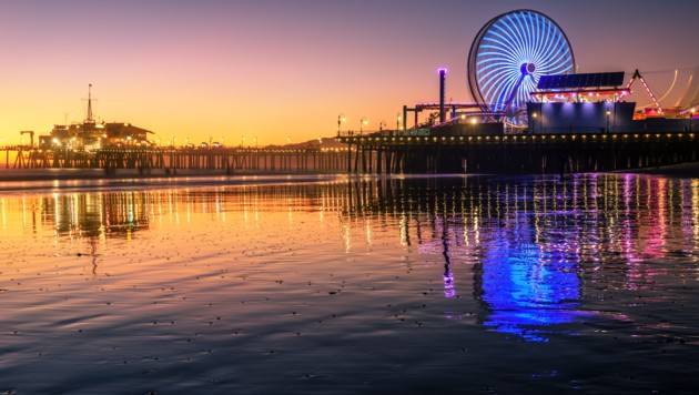 Besuchermagnet sind das Riesenrad und die Achterbahn am Pier von Santa Monica. (Bild: stock.adobe.com)