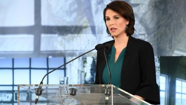 Im Kreuzfeuer der Kritik: Karoline Edtstadler (ÖVP) (Bild: APA/HELMUT FOHRINGER)