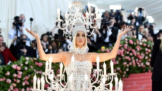 Katy Perry überraschte als wandelnder Kronleuchter. (Bild: 2019 Invision)
