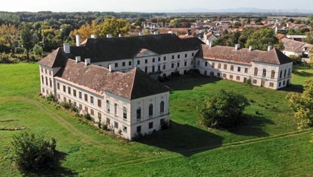 Um rund 48 Millionen Euro soll das baufällige Schloss in der ersten Bauphase saniert werden. (Bild: sans souci gruppe)