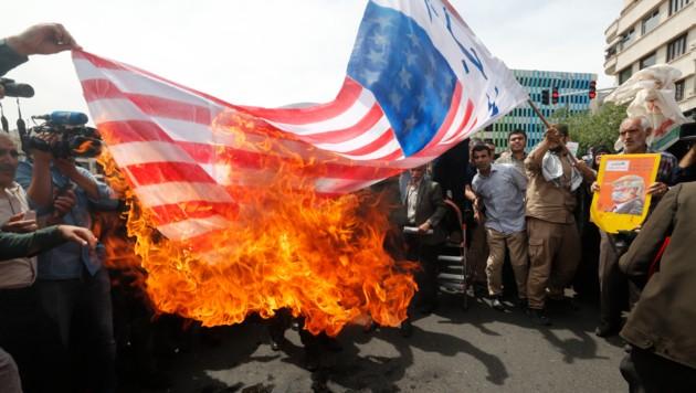 """Der Hass auf den """"Satan USA"""" wird im Iran regelmäßig auf offener Straße zelebriert. (Bild: APA/AFP/STRINGER)"""