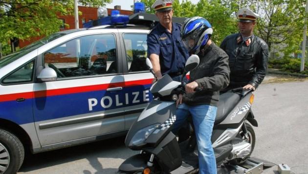 Symbolbild: Polizei Wals kontrollierte Mopeds auf technische Veränderungen (Bild: KZZVG)