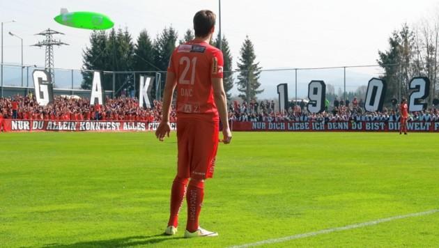 Derzeit quetschen sich Tausende GAK-Fans in das kleine Stadion in Graz-Weinzödl. (Bild: sepp pail)