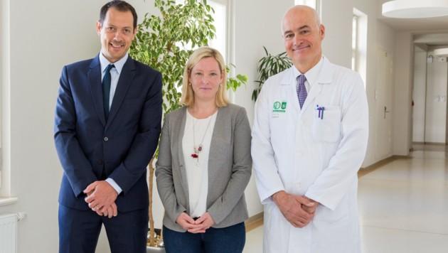 Dr. Rene Laky, Patientin Julia Ferstl und Dr. Karl Tamussino (Bild: Simon Moestl ONLOPH)