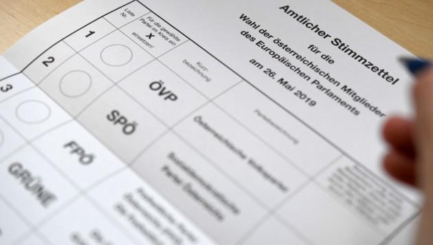 Ein amtlicher Stimmzettel für die EU-Wahl (Bild: APA/ROLAND SCHLAGER)