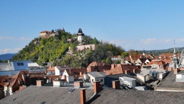 Der Grazer Schlossberg: Im Herzen der Landeshauptstadt, in Herzen der Einheimischen und Touristen. (Bild: Krone)