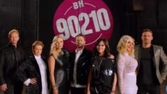 """Die Darsteller des Originals posieren für Neuauflage der Erfolgsserie """"Beverly Hills 90210"""" (Bild: www.youtube.com)"""