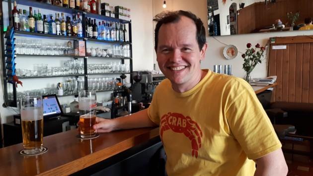 Der Autor Christian Moser-Sollmann in seinem Stammlokal Cafe Else (Bild: Miriam Krammer)