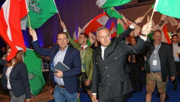 Einzug mit Harald Vilimsky und Mario Kunasek an der Spitze (Bild: Christian Jauschowetz)
