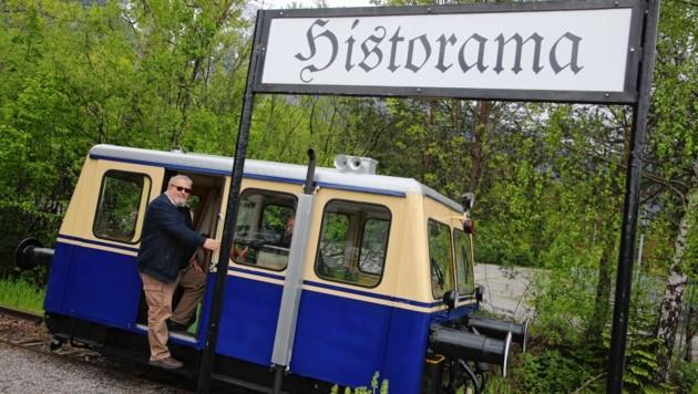"""Johannes """"Jonny"""" Lebitsch bei der Historama-Station in Ferlach: Der Nostalgiebahnen-Verein kümmert sich um historische Fahrzeuge. (Bild: Evelyn HronekKamerawerk)"""