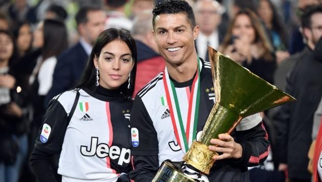 Ronaldo mit Freundin Georgina (Bild: APA/AFP/Marco Bertorello)