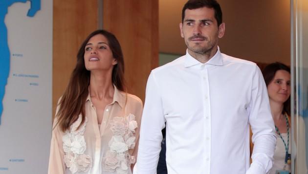 Iker Casillas (re.) mit Ehefrau Sara Carbonero (Bild: AP)