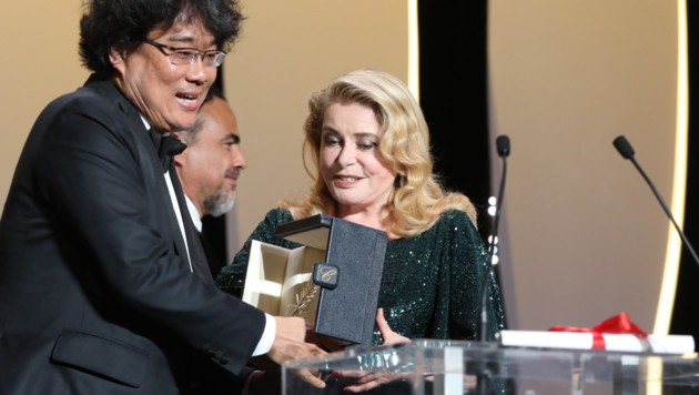 "Goldene Palme in Cannes an Bong Joon Ho für den Film ""Parasite"" (Bild: AFP)"