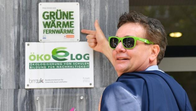 Werner Kogler (Die Grünen) vor seiner Stimmabgabe (Bild: APA/BARBARA GINDL)
