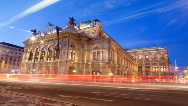 Die Oper bei Nacht (Bild: APA/GEORG HOCHMUTH)