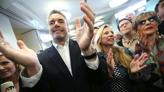 ÖVP Generalsekretär Karl Nehammer und Frauenministerin Juliane Bogner-Strauß (Bild: APA/GEORG HOCHMUTH)
