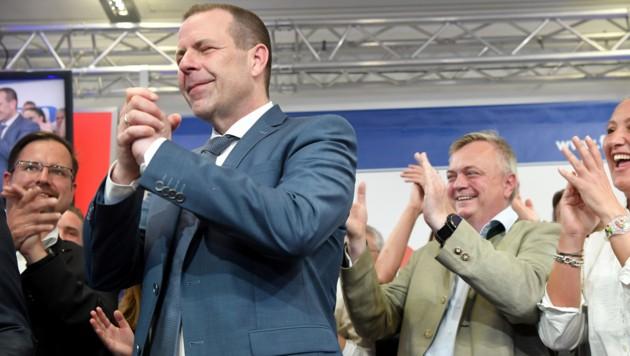 Harald Vilimsky im Wahlzentrum der FPÖ (Bild: APA/ROLAND SCHLAGER)