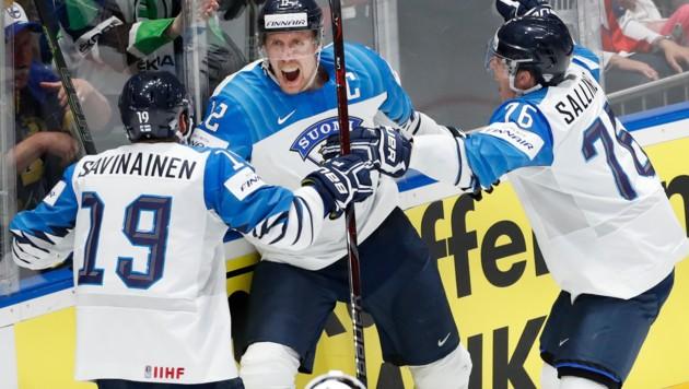 Die Spieler von Weltmeister Finnland freuen sich über eine kurze Anreise zur WM 2021 ... (Bild: The Associated Press)
