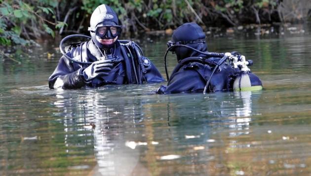 An der Suche waren unter anderem Taucher des EKO Cobra beteiligt (Bild: MARKUS TSCHEPP)