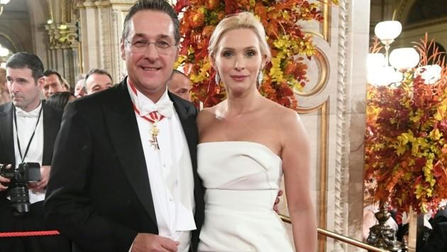 Heinz-Christian Strache mit Ehefrau Philippa am Wiener Opernball (Bild: APA/Helmut Fohringer)