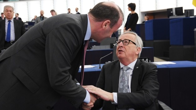 """Für Kommissionspräsident Jean-Claude Juncker wäre es """"logisch"""", wenn Manfred Weber ihm nachfolgen würde. (Bild: APA/AFP/FREDERICK FLORIN)"""