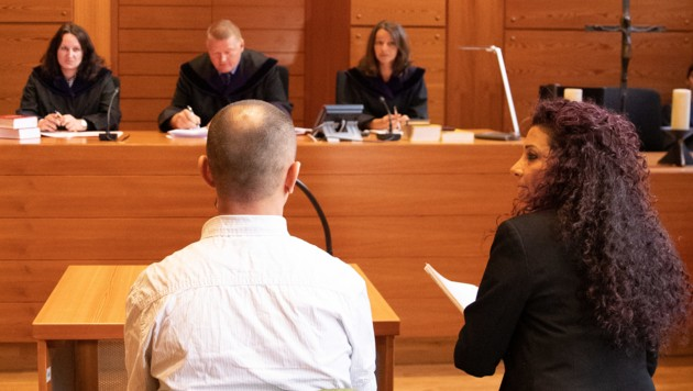 Der Angeklagte im Landesgericht Innsbruck (Bild: APA/EXPA/JOHANN GRODER)