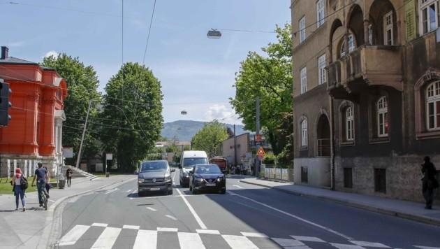 Stadteinwärts wird es für Öffis und Autos nur mehr eine gemeinsame Spur geben. (Bild: Tschepp Markus)
