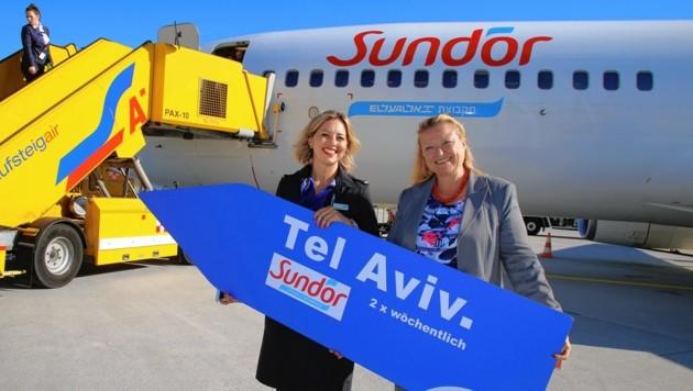 Flughafen-Chefin Bettina Ganghofer (rechts) freut sich über die neue Verbindung (Bild: Salzburg Airport)