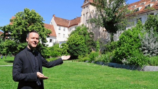 Regens Thorsten Schreiber im Garten des Priesterseminars - dieser soll für die Allgemeinheit zugänglich gemacht werden. (Bild: Christian Jauschowetz)