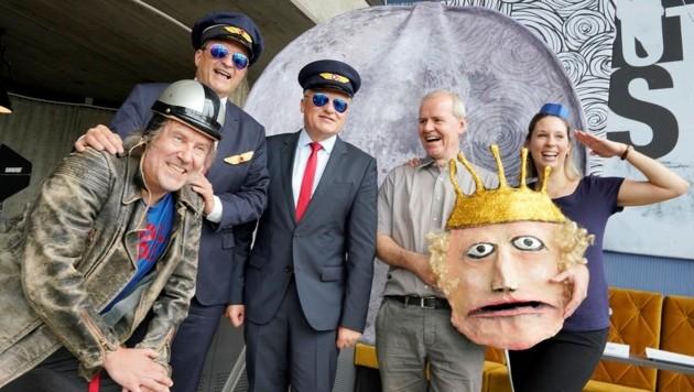 Manfred Forster, Dietmar Kerschbaum, Klaus Luger, Christoph Bochdansky und Anna Weghuber (v. l.) sind startklar für den Prinzen. (Bild: Winkler)