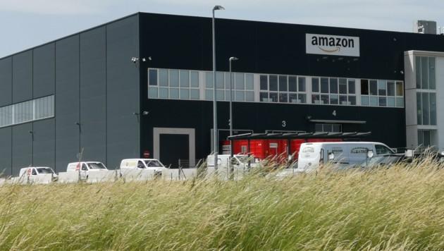 Das Amazon-Lager in Großebersdorf unweit von Wien (Bild: Wienweit Medien)