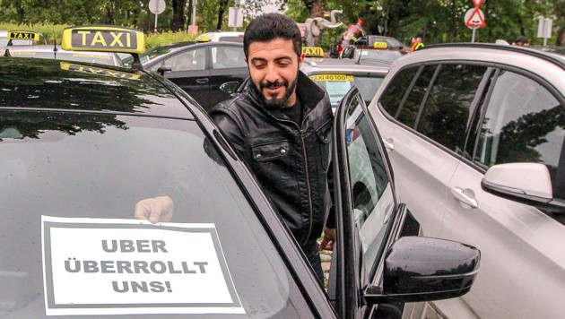Ein Wiener Taxler im Zuge einer Demonstration gegen Uber am 16. Mai 2019 (Bild: APA/Lukas Huter)