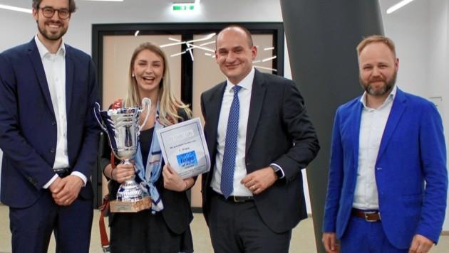 Lea Leichtfried mit Bawag-PSK-Managern Ogris-Linder, Sirucic und Aigner (von links), die den Preis verliehen (Bild: Bawag Group)
