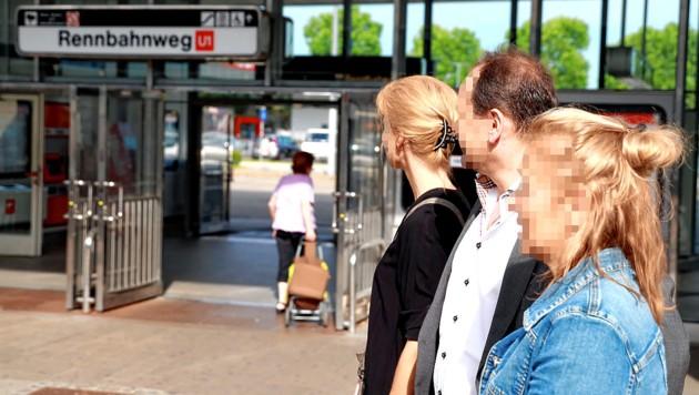 Drei Eltern von bedrohten Schülern am Hotspot Rennbahnweg (Bild: Zwefo)