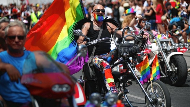 So nah beieinander, wie auf diesem Archivbild, wird die Parade in diesem Jahr nicht stattfinden können. (Bild: REUTERS)