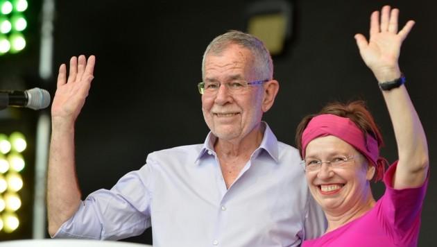 Bundespräsident Alexander Van der Bellen und seine Frau Doris Schmidauer (Bild: APA/HERBERT NEUBAUER)
