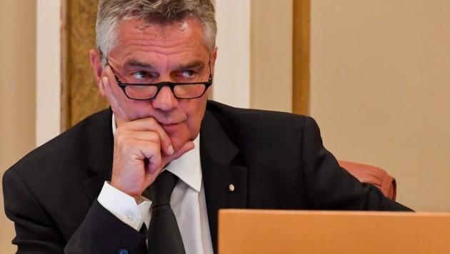 Landesamtsdirektor Erich Watzl zeigte den Verein B 37 bei der Staatsanwaltschaft an. (Bild: Dostal Harald)