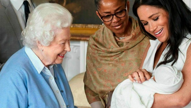 Queen Elizabeth II., Doria Ragland, Herzogin Meghan, Archie (Bild: AP)
